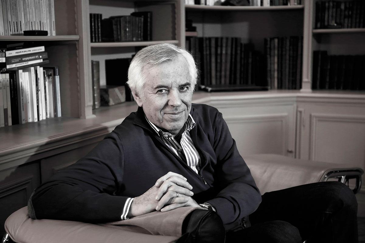 Philippe Grimbert dans son cabinet à Paris