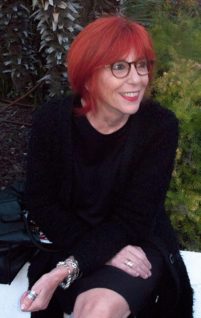 Femme aux cheveux rouges