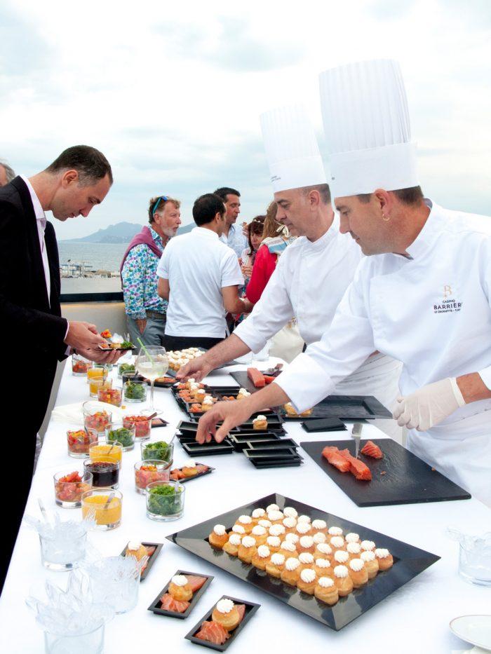 Buffet des chefs sur la terrasse du palais des festivals Garden party Mouton Cadet
