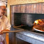 Pizzaïolo au travail - Pizzeria Cresci